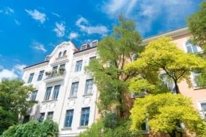 AdobeStock 187231448 300x200 - Schlummernde Gefahren beim Kauf von älteren Immobilien