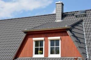 Dach-Eindeckung mit Gaube
