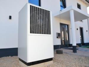 Luft-Wasser Wärmepumpe außen aufgestellt